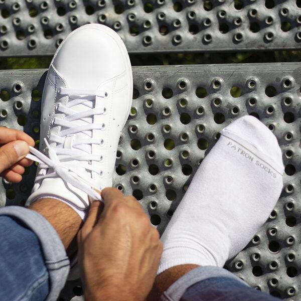 weiße Sneaker Socken mit PATRON SOCKS Schriftzug