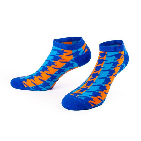 blaue Sneaker Socken mit coolem Hahnentrittmuster im Retro Style von PATRON SOCKS