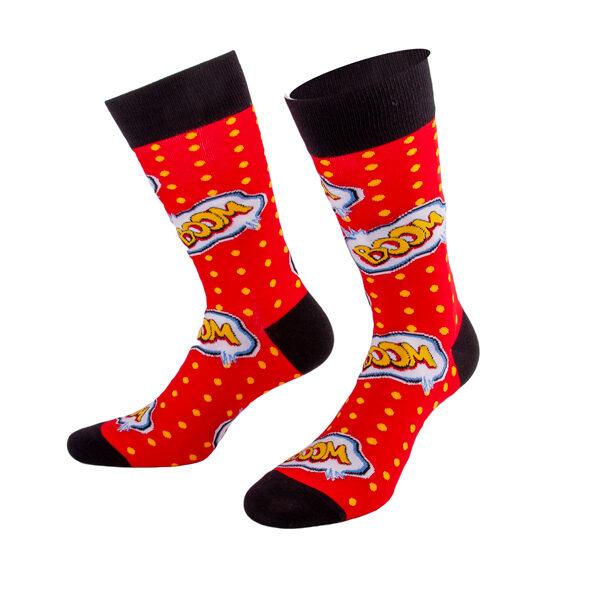 Knallig rote Socken mit Boom Aufschrift von PATRON SOCKS