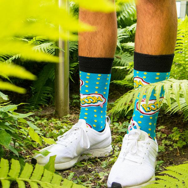 blaue Socken mit Boom Schriftzug von PATRON SOCKS