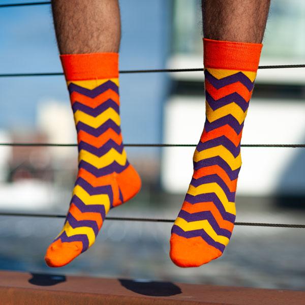 """Farbenfrohe orange gelbe bunte lustige Socken """"Zig Zag"""" von PATRON SOCKS"""