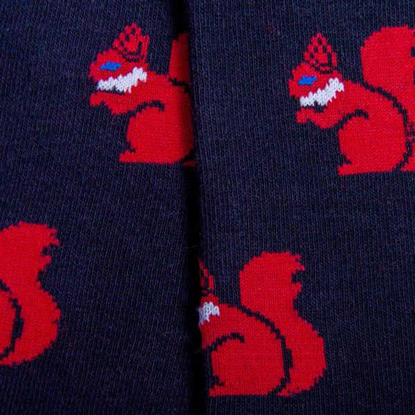 Muster rote Eichhörnchen auf schwarzen Hintergrund
