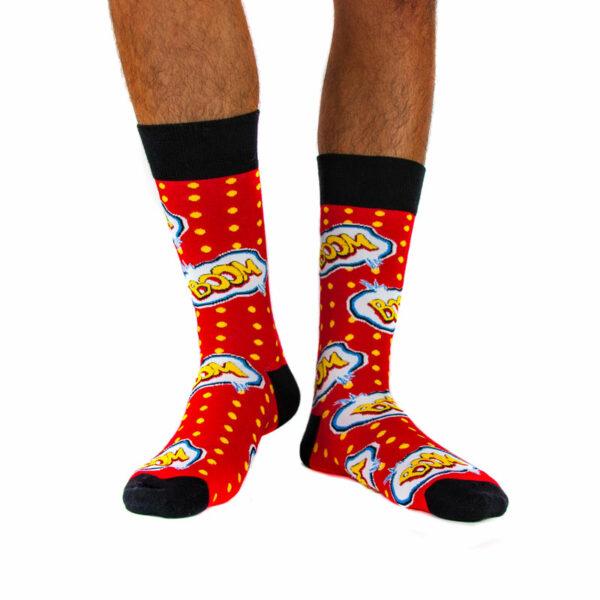 """Rot gelbe lustige Socken """"Boom"""" von PATRON SOCKS am Fuß"""
