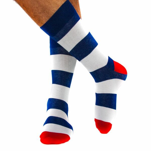 Gestreifte blau weiße bunte lustige Socken von PATRON SOCKS am Fuß kaufen