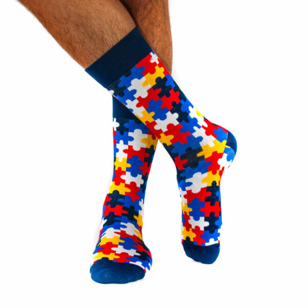 "Knallige bunte happy Socken ""Puzzle"" von PATRON SOCKS am Fuß"