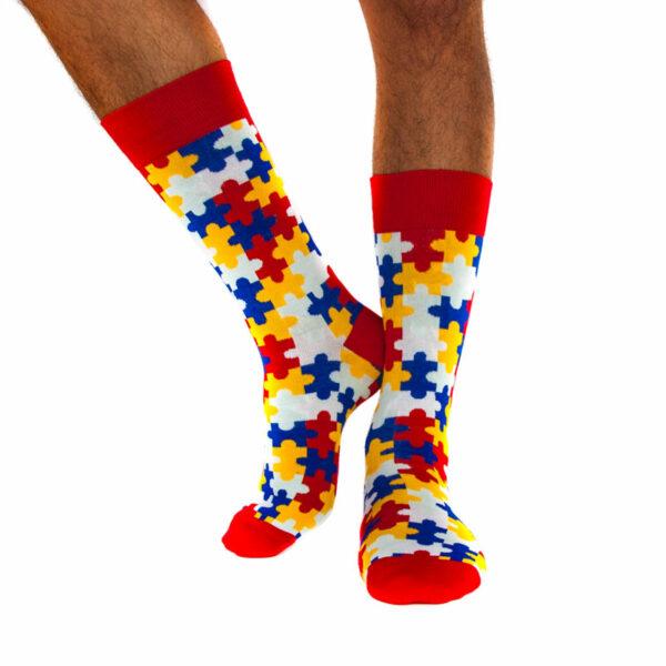 """Bunte lustige Socken """"Puzzle"""" von PATRON SOCKS am Fuß"""