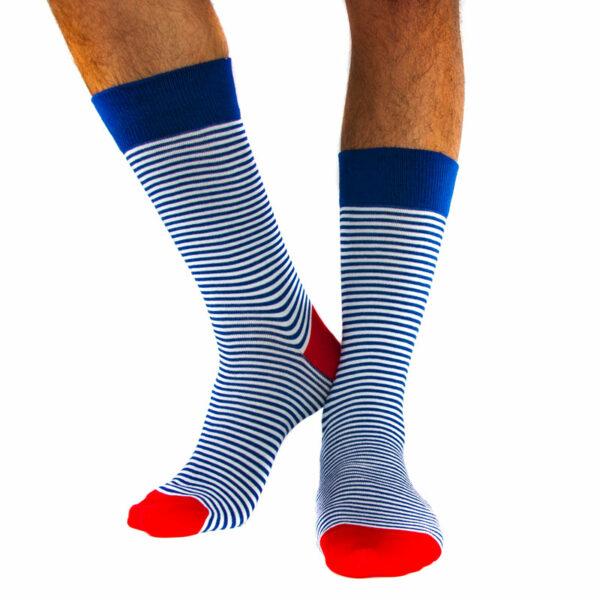 Gestreifte blau weiße bunte crazy Socken von PATRON SOCKS zum kaufen