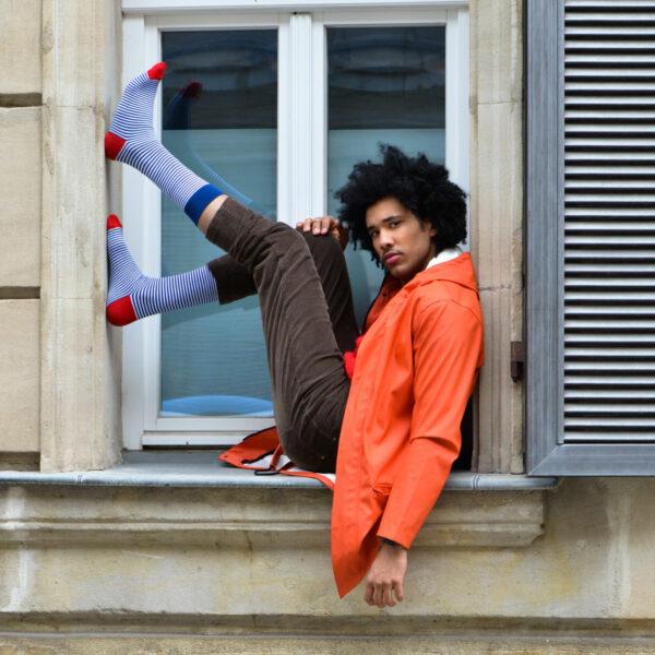 Schmal gestreifte blau weiße bunte Socken von PATRON SOCKS