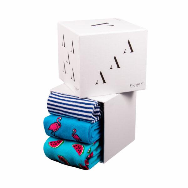 """Mehrfarbige lustige Geschenkbox """"Vacay"""" mit bunten Socken von PATRON SOCKS"""