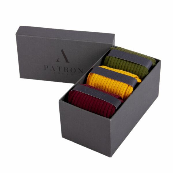 Qualitativ hochwertige Dunkelgrüne, Safrangelbe und Bourdeauxrote Business Socken von PATRON SOCKS in einer luxuriösen Geschenkbox