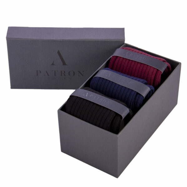 Qualitativ hochwertige Bourdeauxrote, Marineblaue und Schwarze Business Socken von PATRON SOCKS in einer luxuriösen Geschenkbox
