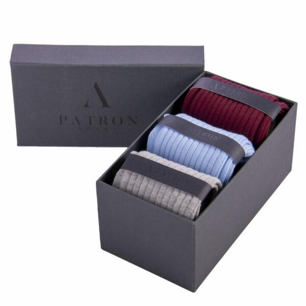 Qualitativ hochwertige Bourdeauxrote, Hellblaue und Hellgrau melierte Business Socken von PATRON SOCKS in einer luxuriösen Geschenkbox