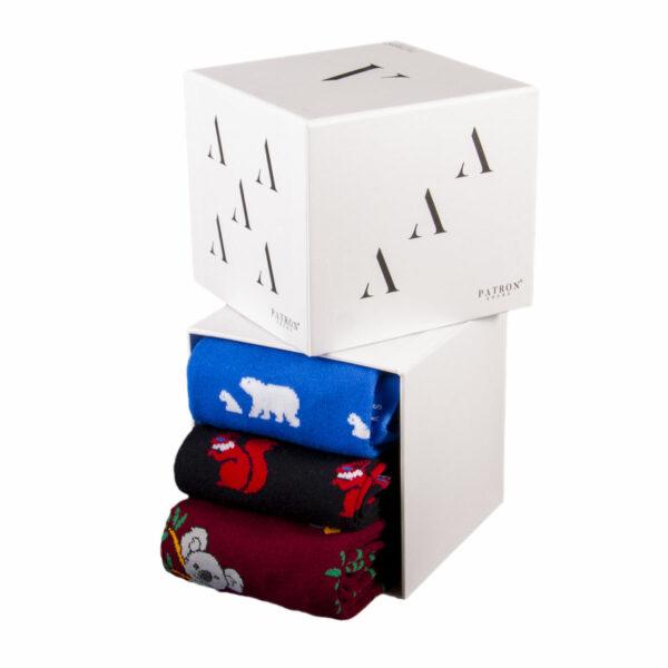 Mehrfarbige lustige Socken mit Eisbär, Eichhörnchen und Koala Motiven von PATRON SOCKS in einer Geschenkbox